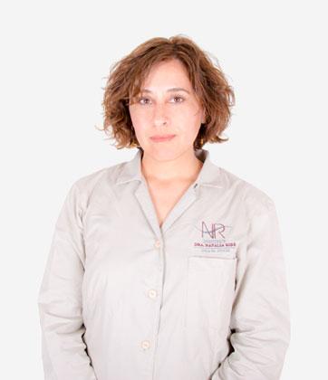 La doctora Moona Asadi miembro del equipo de la clínica de medicina estética INR en Barcelona