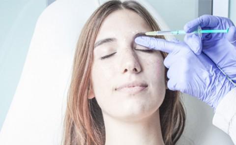 Inyección de Botox en el contorno de ojos en la clínica de Barcelona