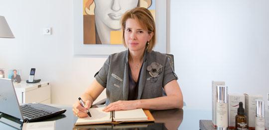 La doctora Natalia Ribé en su despacho de Paseo de Gracia