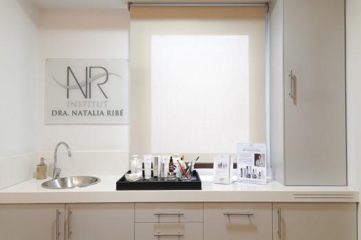 Consulta Natalia Ribé con una selección de productos cosméticos