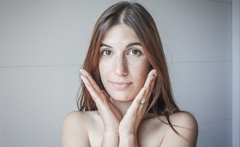 Tratamiento facial medico estético para las marcas de acné